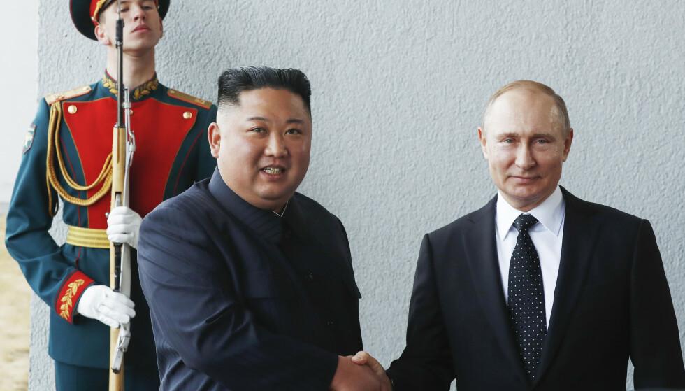 Russlands president Vladimir Putin og Nord-Koreas leder Kim Jong-un møttes torsdag for første gang i Vladivostok. Foto: Sputnik, Krem Pool Photo via AP / NTB scanpix