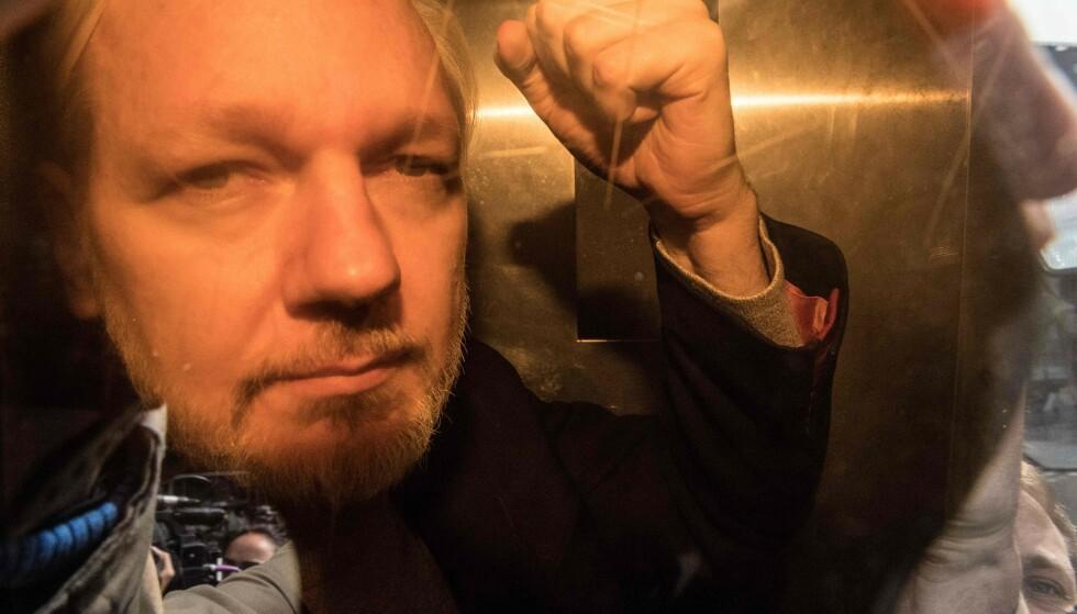 Julian Assange fotografert på vei til retten i London. (Foto: Daniel LEAL-OLIVAS / AFP/NTB scanpix)