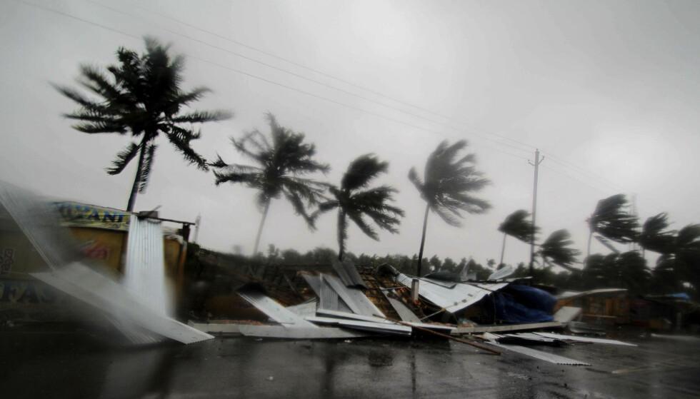 De første bildene fra Puri i India viser store materielle ødeleggelser etter at syklonen Fani nådde land fredag. (Foto: AP / NTB scanpix).