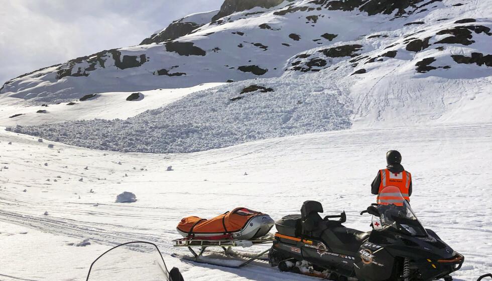 Det er økt snøskredfare i enkelte deler av landet i helgen. Dette bildet er fra Finnmark, tatt i midten av april. Foto: Vinje og Haukeli Røde Kors / NTB scanpix