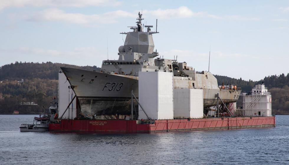 Hva som skjer videre med fregatten KNM Helge Ingstad, er uvisst. Ifølge Forsvarsmateriell vil det koste over 12 milliarder kroner å reparere den. (Foto: Emil Wenaas Larsen / Forsvaret / NTB scanpix)