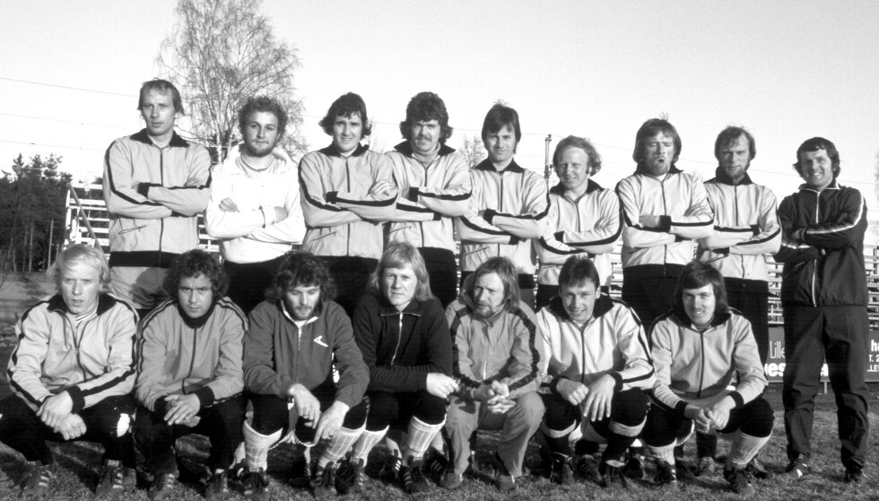 Joar Hoff (ytterst til høyre) med Lillestrøms tropp i toppserien fotball i 1975, den første av en sammenhengende rekke sesonger på øverste nivå i fotball som ennå ikke er brutt. Arkivfoto: NTB scanpix