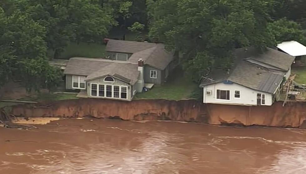 En kraftig tornado, etterfulgt av store nedbørsmengder, har kostet menneskeliv og forårsaket store materielle skader i Missouri, Oklahoma (bildet) og Kansas. Foto: AP / NTB scanpix