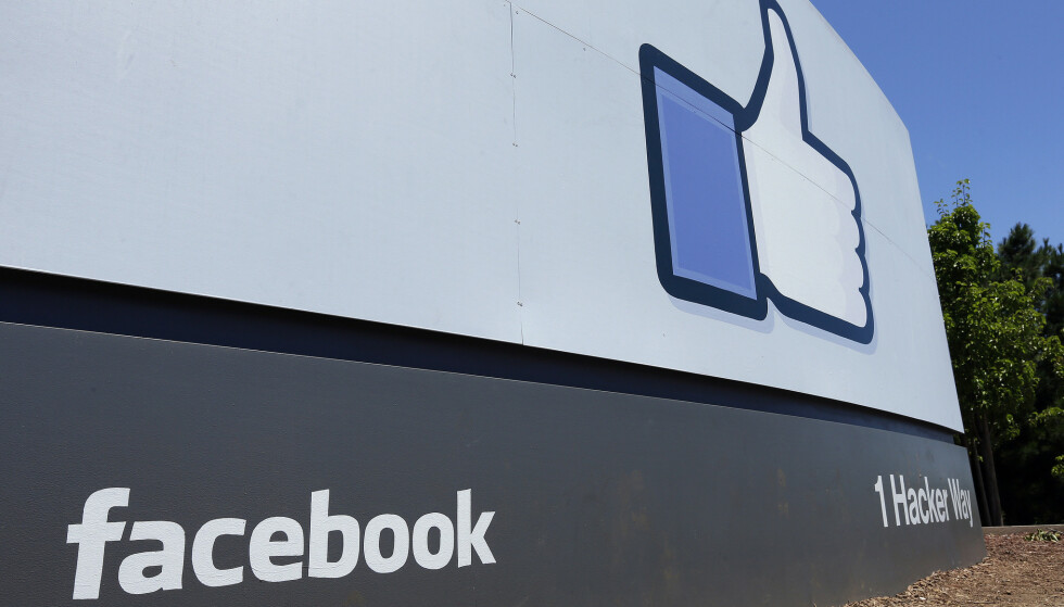 Facebook har fjernet over 3 milliarder falske kontoer fra oktober i fjor til mars i år. Foto: Ben Margot / AP / NTB scanpix