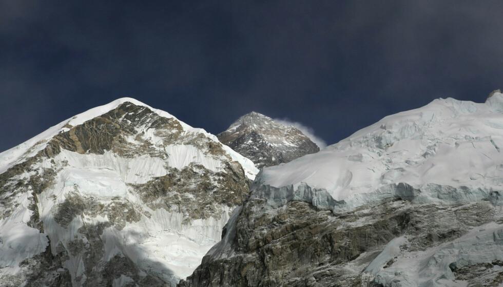 Toppen på Mount Everest har en høyde på 8.848 meter. Foto: Tashi Sherpa / AP / NTB scanpix