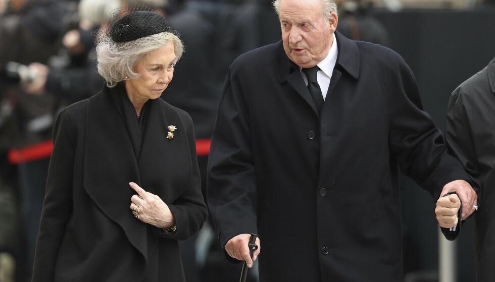Spanias tidligere konge Juan Carlos og tidligere dronning Sofia i begravelse i Luxembourg i starten av mai. 2. juni trekker den tidligere kongen seg fra offentligheten. Foto: AP / NTB scanpix
