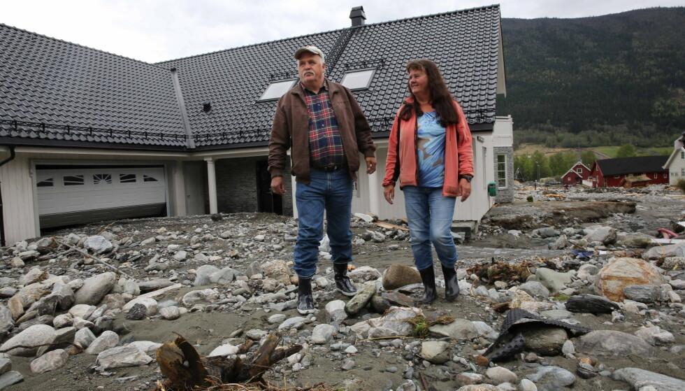 Mange av husene i Kvam i Gudbrandsdalen ble ødelagt av flommen i 2013. Ekteparet Unni Tove og Helge Hansen hadde akkurat flyttet inn i huset etter gjenoppbygging etter forrige flom da de ble rammet igjen. Foto: Geir Olsen / NTB scanpix