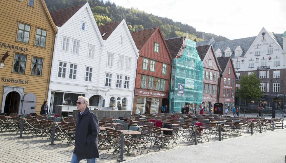 Kjølig maivær i Bergen. Her på Bryggen. Foto: Terje Pedersen / NTB scanpix