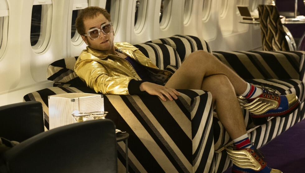Filmen om Elton Johns liv, der den britiske superstjernen spilles av Taron Egerton (bildet), går nå på kinoer verden over. I Russland er sexscenene klippet bort. Foto: Paramount Pictures / AP / NTB scanpix