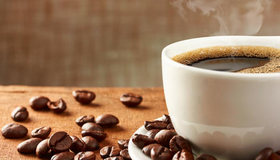 En ny studie utført i Storbritannia sier at det ikke har noe å si for hjerte og karsystemet om man drikker 1 eller 25 kopper kaffe om dagen. Illustrasjonsfoto: NTB scanpix / Shutterstock