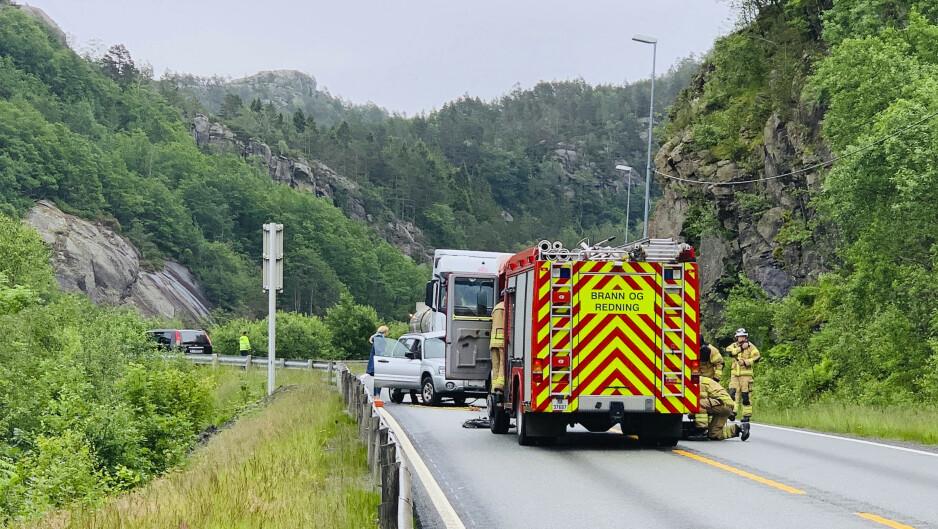 En tankbil og en personbil kollidert øst for Flekkefjord i Vest-Agder onsdag. Foto: Tor Erik Schrøder / NTB scanpix