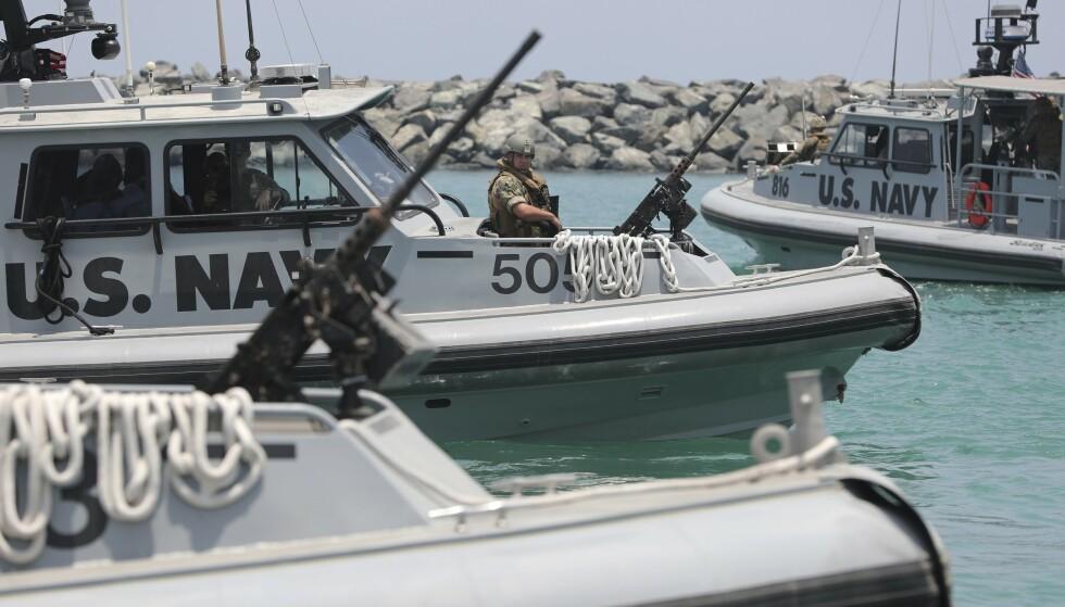 Patruljebåter fra US Navy er sammen med større marinefartøyer plassert i amerikanske marinens 5. flåte ved Hormuz-stredet i Midtøsten. Torsdag opplyste Irans revolusjonsgarde at den hadde skutt ned en amerikansk drone over sitt territorium. Foto: Kamran Jebreili/ AP/ NTB scanpix