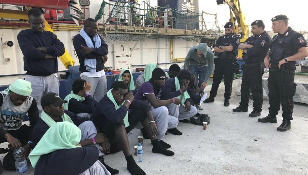 De 40 migrantene fikk lørdag komme i land over to uker etter at de ble reddet av migrantskipet Sea-Watch 3 utenfor kysten av Libya. Foto: AP / NTB scanpix