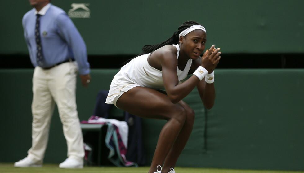Tenåringssensasjonen Cori Gauff var på gråten etter å ha sendt sendte idolet Venus Williams hjem i 1. runde av Wibledon. (AP Photo/Tim Ireland)
