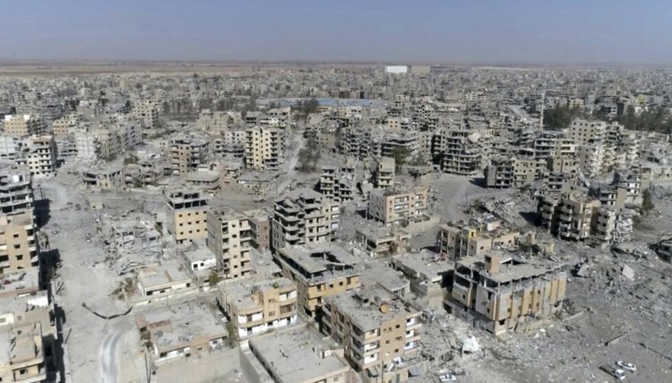 Dronebilder av den nedbombede byen Raqqa i Syria, hvor terrorgruppen IS hadde sitt hovedsete. Foto: NTB scanpix /AP