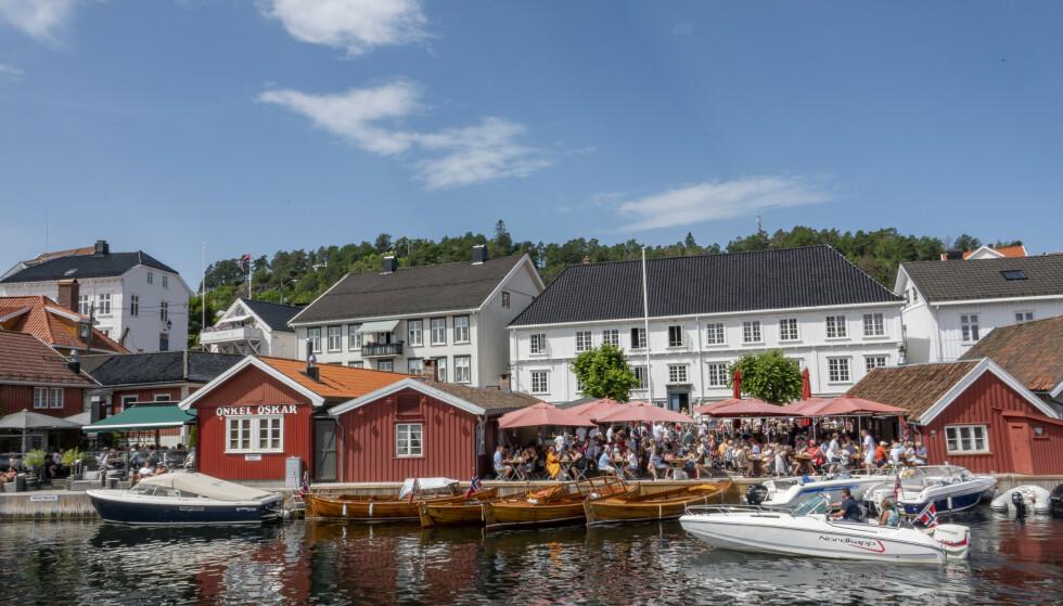 Sol, sommer og bryggeliv i Kragerø. Organisasjonen Av-og-til ber båtfolket vise både godt sjøvett og godt alkovett. Foto: Geir Olsen / NTB scanpix