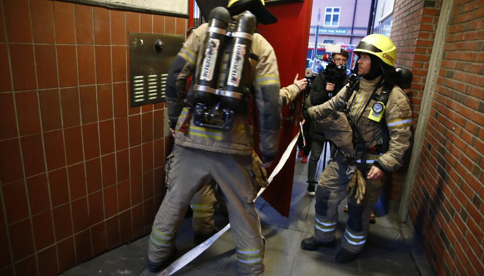 Mannskaper og biler fra nødetatene utenfor stedet på Rosenhoff i Oslo, der politiet pågrep den nå tiltalte tsjetsjeneren. Foto: Terje Pedersen / NTB scanpix