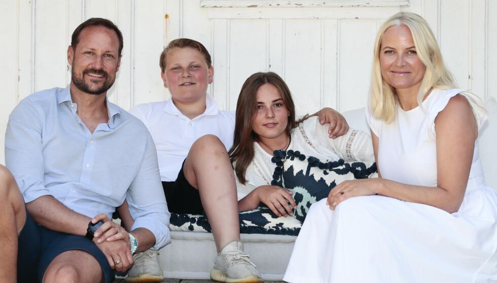 kronprins Haakon, prins Sverre Magnus, prinsesse Ingrid Alexandra og kronprinsesse Mette-Marit har ferie på landstedet på Dvergsøya utenfor Kristiansand. Foto: Lise Åserud / NTB scanpix