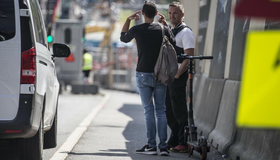 Politiet måtte fredag plukke opp en mannlig turist på el-sparkesykkel, som hadde forvillet seg inn i Operatunnelen i Oslo. Mannen skal ha forklart til politiet at han brukte telefonens GPS. Foto: Trond Reidar Teigen / NTB scanpix