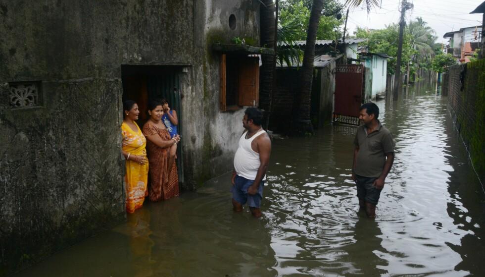 India er rammet av flom utløst av store mengder regn. Foto: NTB scanpix /AFP