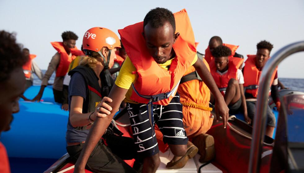 Skal vi redde dem? Bildet er tatt på redningsbårten Alan Kurdi utenfor Libya-kysten 5. juli, 2019. Foto: NTB scanpix