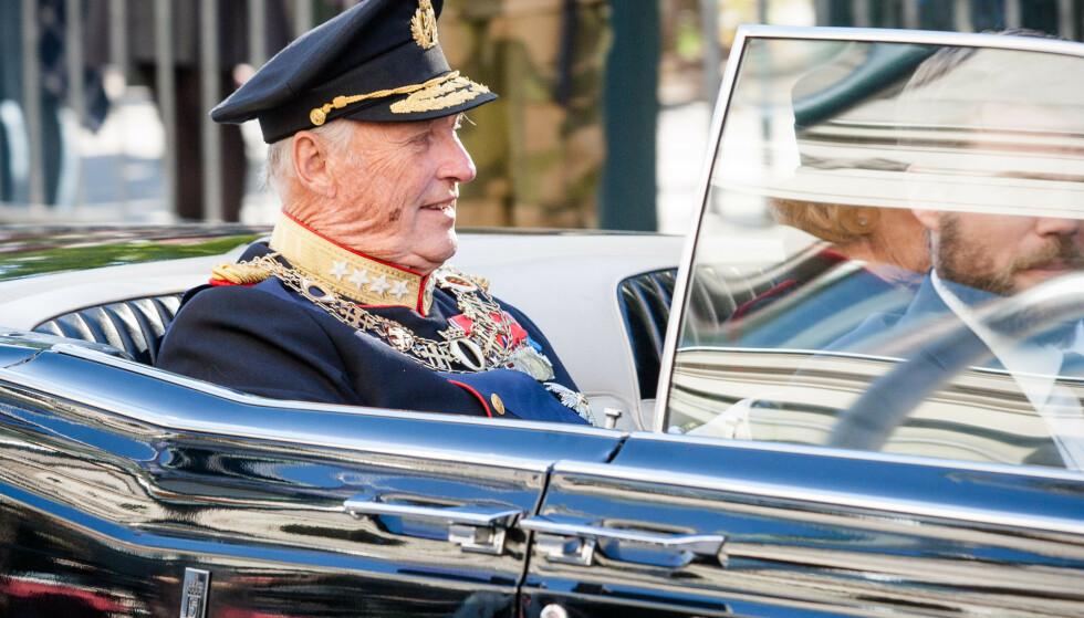Sjåførene som kjører Kong Harald og resten av kongefamilien får foreløpig ikke lavere pensjonsalder. Foto: Audun Braastad / NTB scanpix