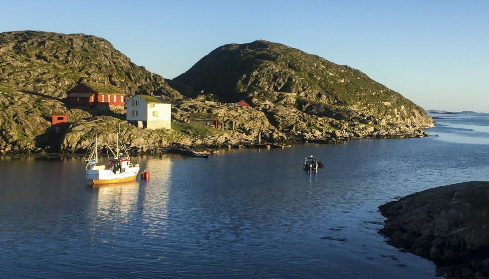 Fra torsdag blir det et lite værskifte i Nord-Norge. Bildet viser Fiskeværet Valvær på Helgelandskysten. Foto: Kristin Aanensen / NTB scanpix