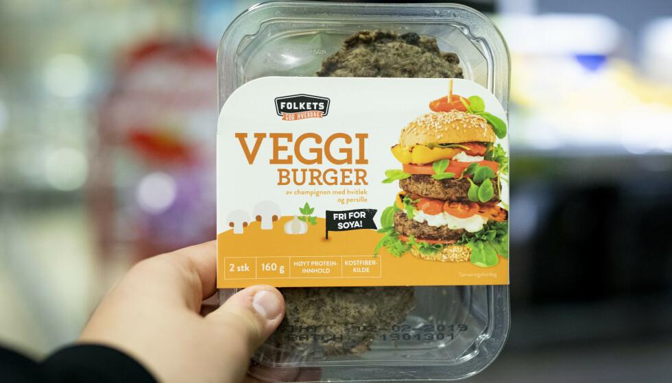 Nordmenn tyr oftere til vegetariske alternativ når de skal grille om sommeren. Flere dagligvarekjeder har så langt i år opplevd en kraftig økning i salget av vegetarprodukter. Trenden er i tråd med Helsedirektoratets anbefaling om å begrense inntaket av kjøtt. Illustrasjonsfoto: Fredrik Hagen / NTB scanpix