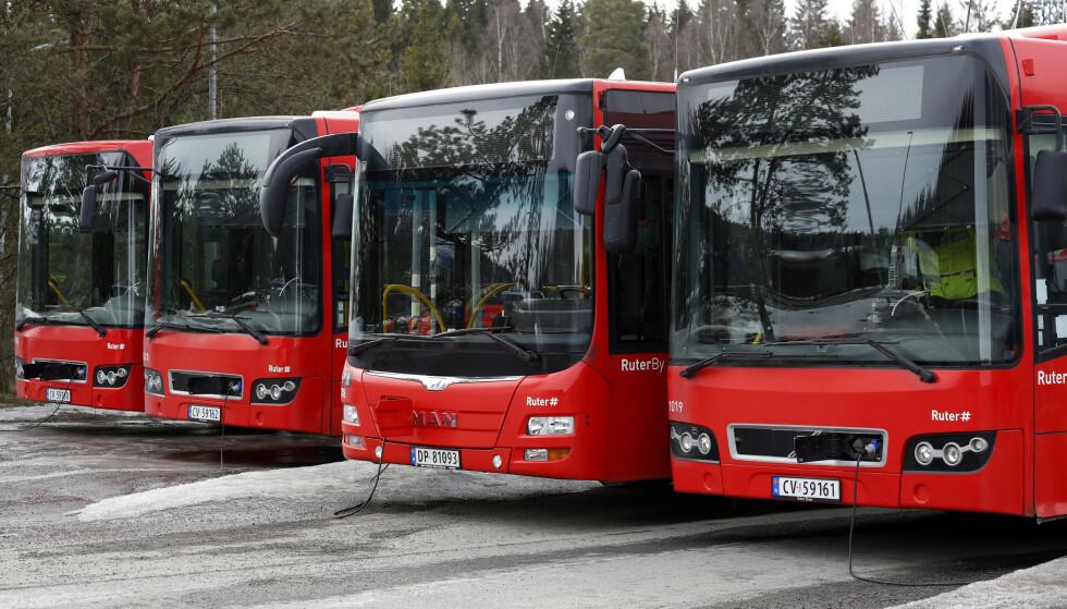 Fra nyttår mister landets bussjåfører retten til skattefritt frikort fra arbeidsgiveren. Dette reagerer sjåførene på. Foto: Cornelius Poppe / NTB scanpix