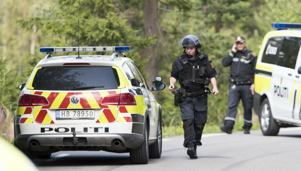 En mann i midten av 60-årene ble skutt og drept av politiet etter en flere time lang politiaksjon mandag. Foto: Terje Pedersen / NTB scanpix