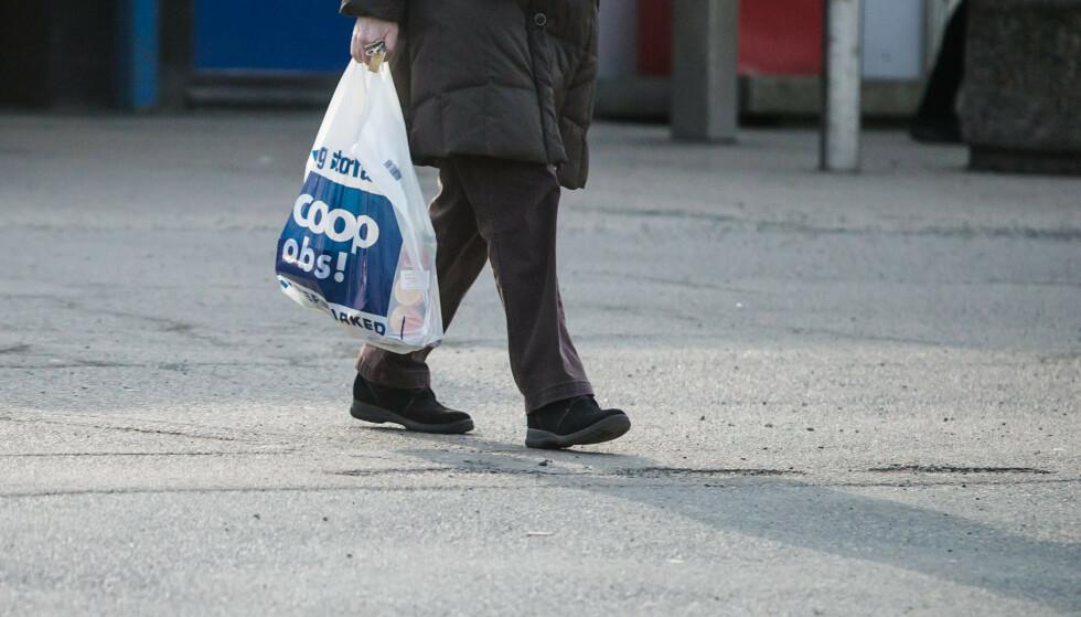 Handlepose fra Coop Obs. Nordmenn bruker årlig 750 millioner plastbæreposer. Foto: Audun Braastad / NTB scanpix