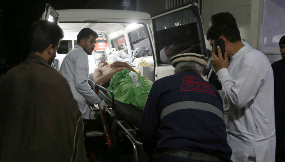 Minst 63 personer skal være drept og 182 såret i et selvmordsangrep i en bryllupshall i Kabul. Foto: Nishanuddin Khan / AP / NTB scanpix