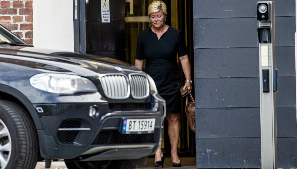 Finansminister Siv Jensen (Frp) forlater Statsministerens kontor i Glacisgata fredag kveld. Foto: Stian Lysberg Solum / NTB scanpix