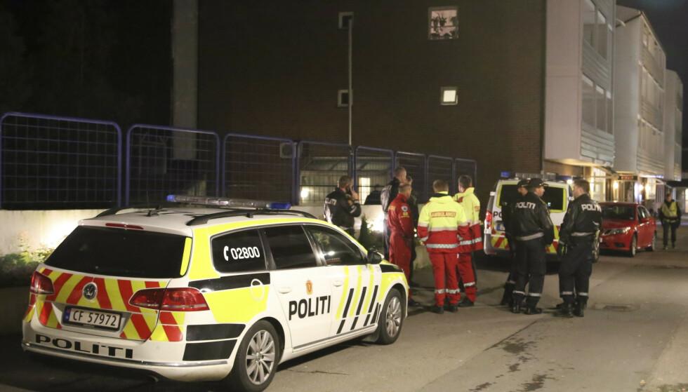 Seks menn i 20-årene er tiltalt for drapsforsøk på en nå 23 år gammel mann på Holmlia i Oslo natt til lørdag 7. oktober 2017. Foto: TIPSER.NO / Daniel D. Laabak / NTB scanpix