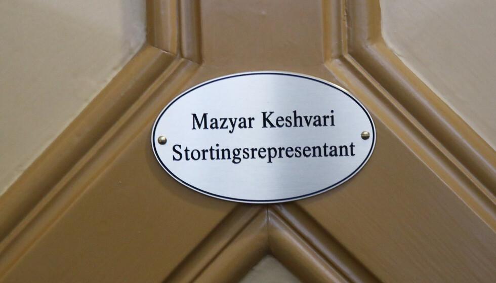 Nylig ble skiltet på kontoret til Keshvari på Stortinget skrudd ned. Nå er det i stedet hans varas navn, Carl I. Hagen, som står på døren. Foto: Terje Pedersen / NTB scanpix