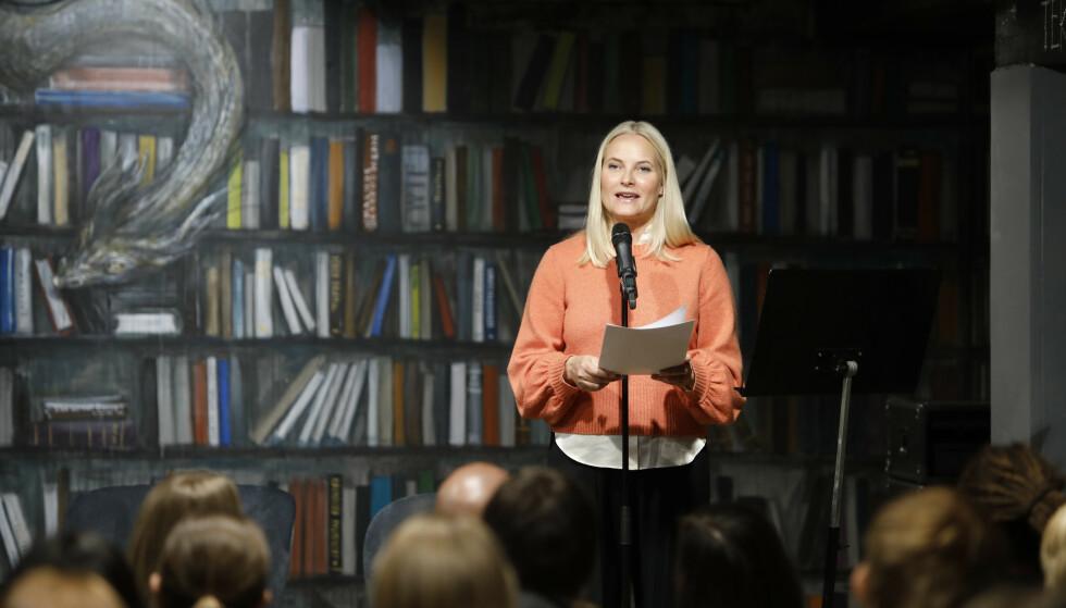Kronprinsesse Mette-Marit forteller blant annet om sitt forhold til litteraturen i den nye boka. Foto: Ole Berg-Rusten / NTB scanpix.