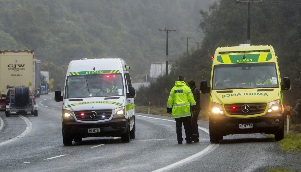 Ulykken skjedde da bussen kjørte ut av det politiet kaller en «moderat til enkel» sving.(Ben Fraser/Rotorua Daily Post via AP).