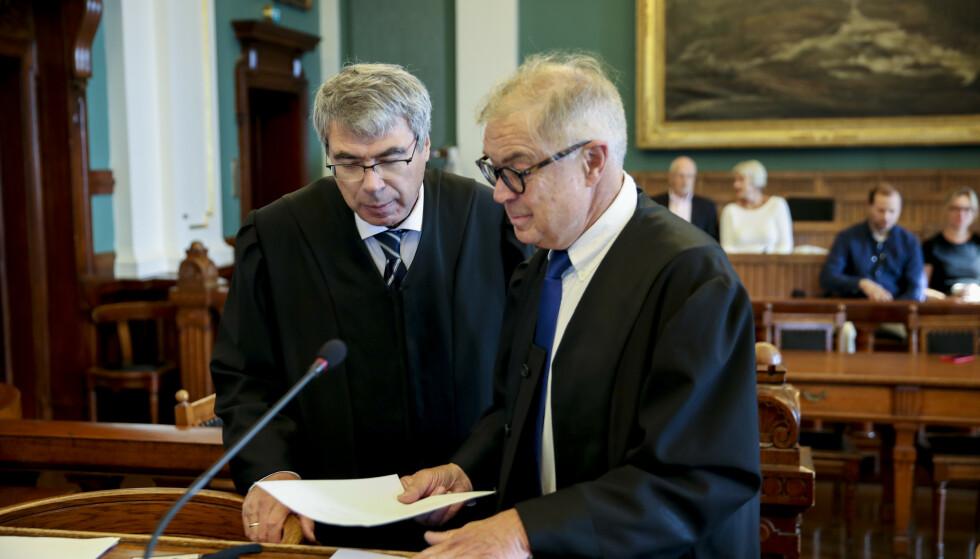 Førstestatsadvokat Arne Ingvald Dymbe (til venstre) og forsvarsadvokat Aasmund Olav Sandland i Høyesterett da Valdres-saken ble behandlet. Foto: Vidar Ruud / NTB scanpix