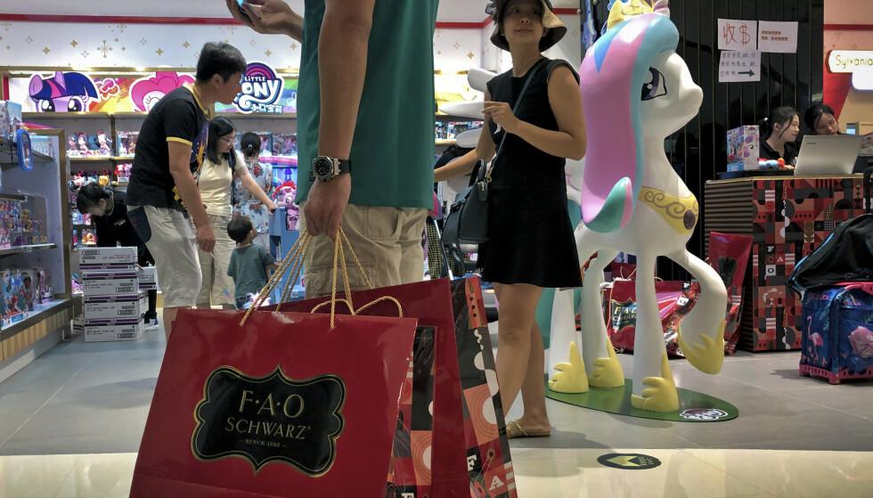 Shopping i Kina ligger et hode foran resten av verden. Kunder kan nå betale for seg kun ved å vise ansiktet. Illustrasjonsfoto: AP / NTB scanpix
