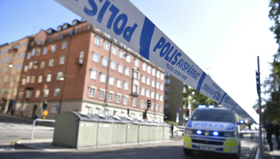 Politisperringer på gaten Norr Mälarstrand på Kungsholmen i Stockholm etter skytingen fredag. Foto: Pontus Lundahl/TT / NTB scanpix