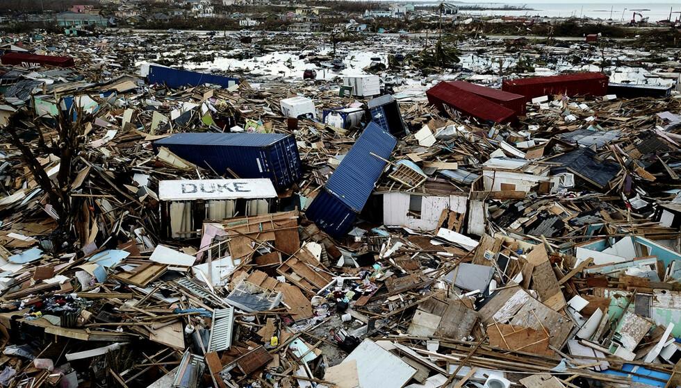 Bare fliser og plankebiter er igjen av nabolaget The Mud i Abacos største by Marsh Harbour etter orkanen Dorian. Foto: Al Diaz / Miami Herald via AP / NTB scanpix
