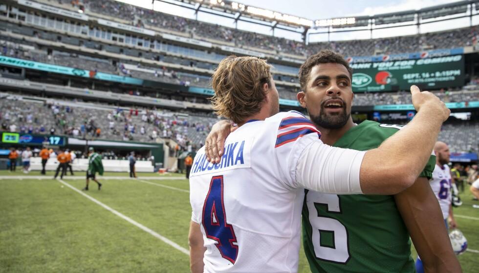 Kåre Vedvik, til høyre, fikk bare en kamp for New York Jets. (Foto: Brett Carlsen/Getty Images/AFP/NTB scanpix)