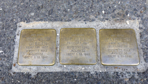 Snublesteiner i Oslo, minnesmerker over ofre under den andre verdenskrig. Disse er til minne om tre jøder som ble deportert fra sine hjem og sendt til Auschwitz. Arkivfoto: Gorm Kallestad / NTB scanpix