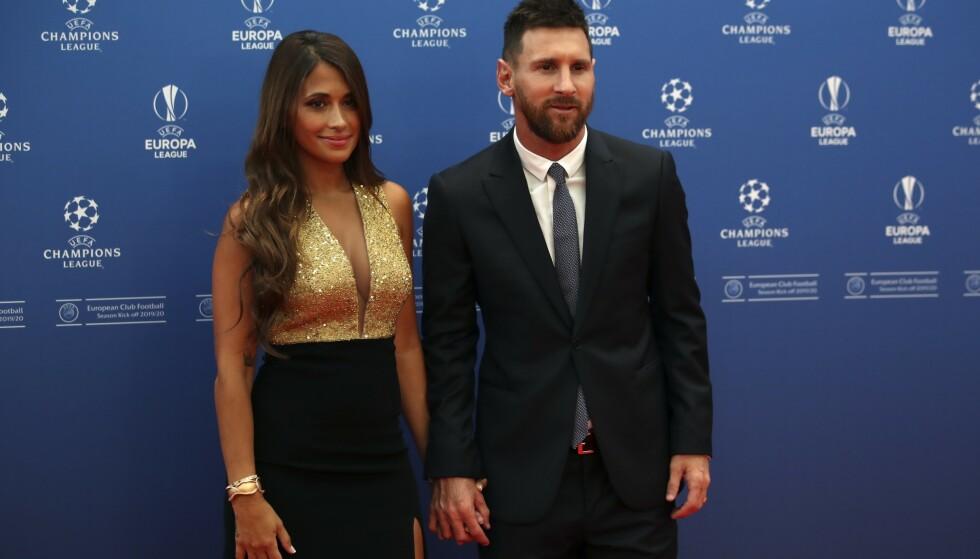 Barcelona-stjernen Lionel Messi og kona Antonella Roccuzzo vil helst bli i Barcelona. Foto: Daniel Cole / AP / NTB scanpix