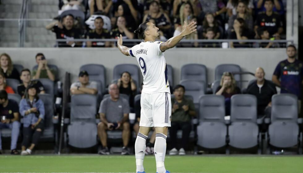 Zlatan Ibrahimovic scoret tre av målene da LA Galaxy knuste Sporting Kansas 7–2. Foto: AP Photo/Marcio Jose Sanchez/NTB scanpix.