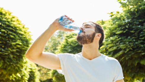 Husk å drikk vann hvis du er kvalm. Foto: NTB scanpix.