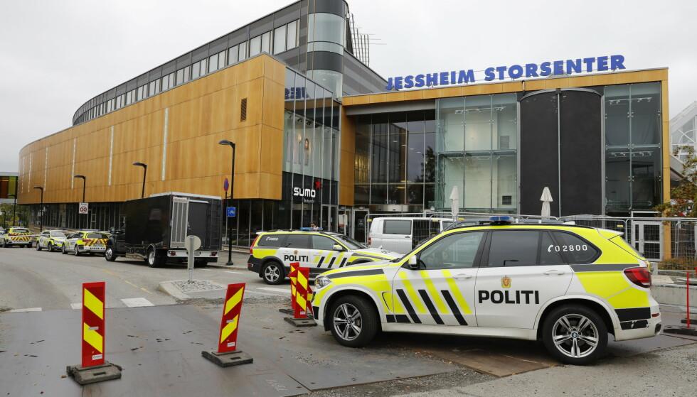 Jessheim Storsenter ble mandag evakuert etter en bombetrussel. En mann er pågrepet. Foto: Ole Berg-Rusten / NTB scanpix