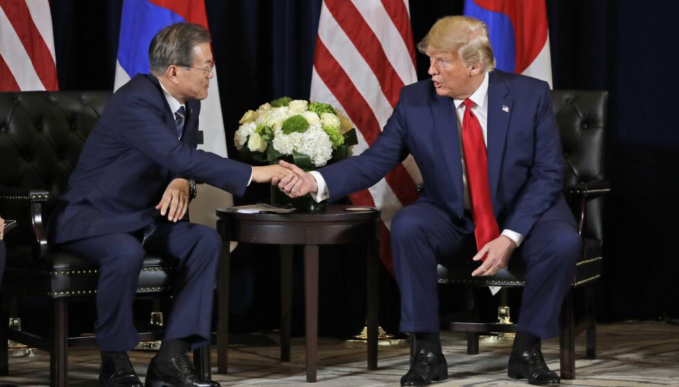 Sør-Koreas president Moon Jae-in og USAs president Donald Trump møttes i New York mandag. Foto: Evan Vucci /AP / NTB scanpix