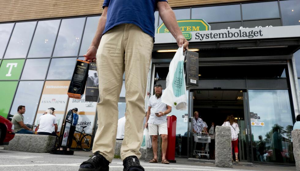 Mesteparten av salget på svenske Systembolaget i Strömstad går til norske kunder, viser en ny analyse. Foto: Geir Olsen / NTB scanpix
