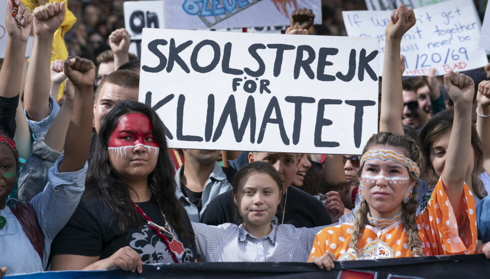 Svenske Greta Thunberg (16) sammen med klimaaktivister i Montreal i Canada. Foto: AP / NTB scanpix